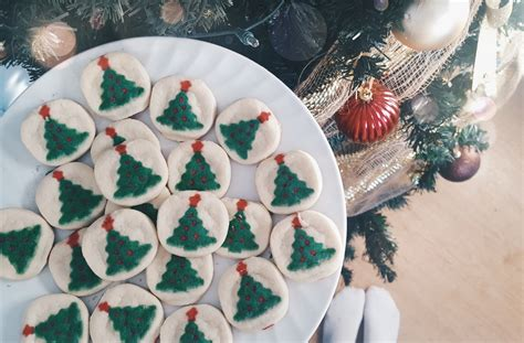 Pillsbury™ refrigerated cookie dough no measuring or mixing required with quick and easy pillsbury refrigerated cookie dough. Pillsbury Christmas Cookies Calories / Pillsbury Ready to Bake Christmas Tree Shape Sugar ...