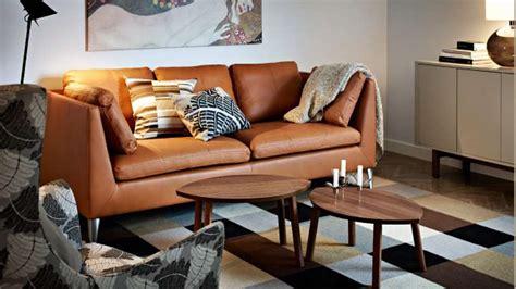 canapé brun quelles couleurs associer avec un canapé en cuir brun