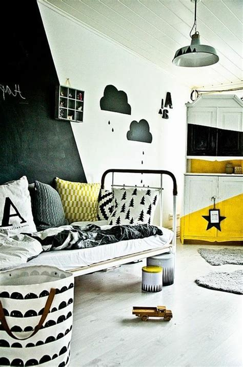 peindre une chambre avec deux couleurs frais deco chambre enfant avec horloge murale design