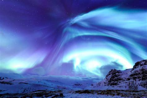 iceland northern lights things winter flash icelandair suschem aurora packages mountain kirkjufell alert shares trip european