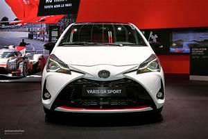 Toyota Yaris Sport : 2019 toyota yaris gr sport is a hybrid warm hatch in paris autoevolution ~ Medecine-chirurgie-esthetiques.com Avis de Voitures