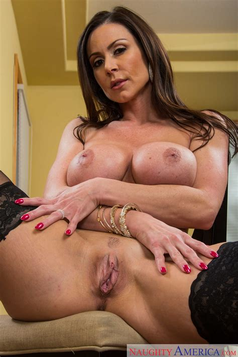 Sexy Lady Is Offering Her Wet Pussy Photos Kendra Lust
