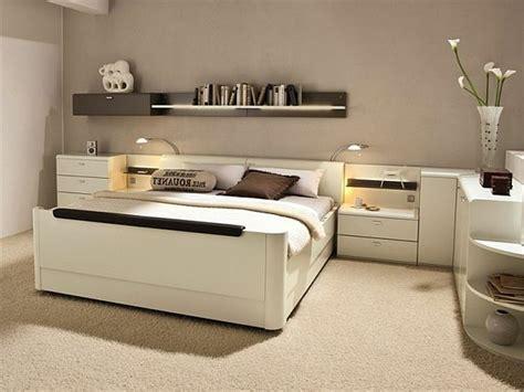 dressing chambre adulte la tête de lit avec rangement un gain d 39 espace déco