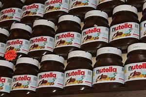 Giant jars of Nutella | Photo