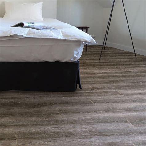 Premier Select   8mm Laminate Flooring   Smoked Oak   2