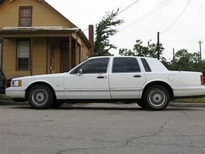 Jazzylady 1994 Lincoln Town Car Specs  Photos