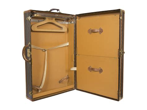 Louis vuitton bog fra new mags. Louis Vuitton Hand Luggage Coffee Table