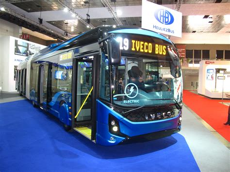 e-Way unveiled: the electric bus with Iveco's logo (and ...