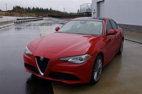 Review Alfa Romeo Giulia Sports That Famous Italian Style