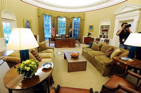 le bureau blanche obama fait écorer le célèbre bureau ovale de la maison
