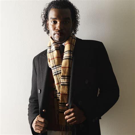 comment porter une echarpe homme comment bien porter une 233 charpe un foulard ou un ch 232 che look mode
