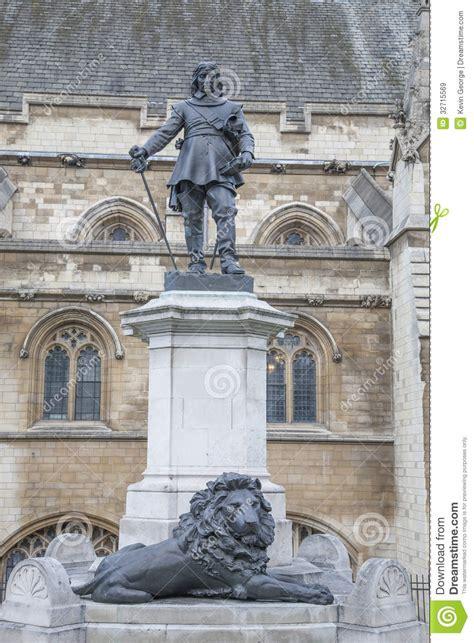 chambre du parlement chambres du parlement avec la statue de cromwell et le