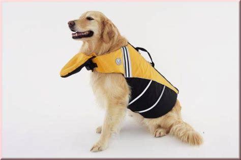schwimmweste fuer den hund yellow