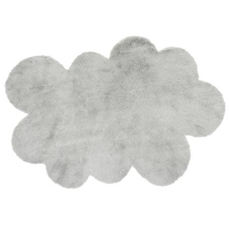 tapis pour chambre bébé tapis nuage gris clair pilepoil pour chambre enfant