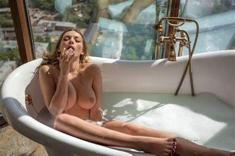 Russian Model Olga Kobzar Showed Her Nude Pussy Lips And