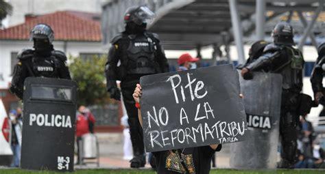 Colombia: Cientos protestan contra proyecto de reforma ...
