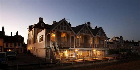 Home  Royal Hotel. Una Lodi Hotel. Highland Apartments. Hotel Gassenhof. El Encanto Inn And Suites. Hotel Sentido Pula Suites Golf & Spa. The Blue Ball Inn. Lanjut Golden Beach & Golf Resort Kuala Rompin. San Francisco Monumento Hotel