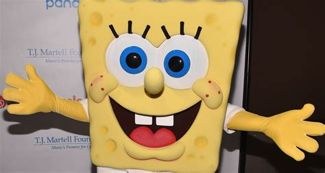 Super Bowl Halftime Show Pays Tribute To Spongebob Creator