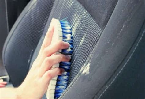 nettoyer tache siege voiture comment nettoyer facilement vos sièges de voiture