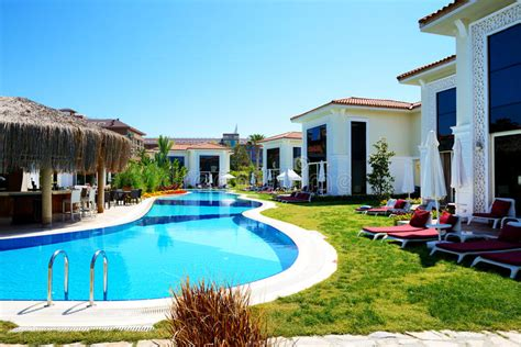 albergo con piscina in ville moderne con la piscina all albergo di lusso