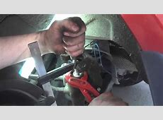 Pressing back the rear brake piston of caliper wo special