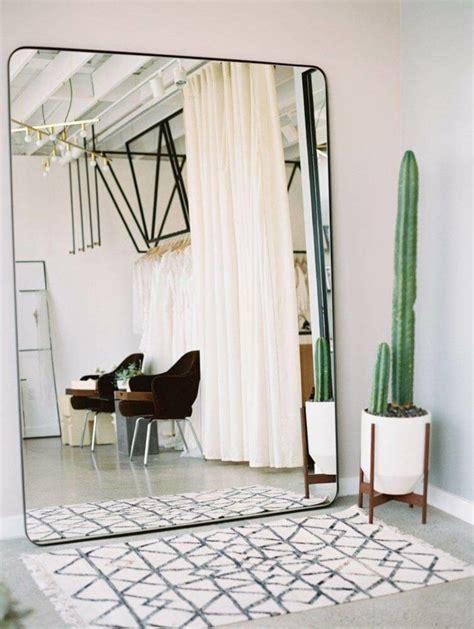 spiegel im wohnzimmer 20 kreative ideen mit wandspiegeln in verschiedenen