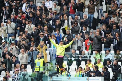 panchina juventus stadium la juventus saluta piero calcio fanpage