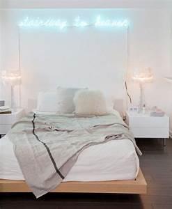 Neon Deco Chambre : coup de coeur absolu pour ce n on deco stairway to heaven curieux de d co pinterest ~ Melissatoandfro.com Idées de Décoration
