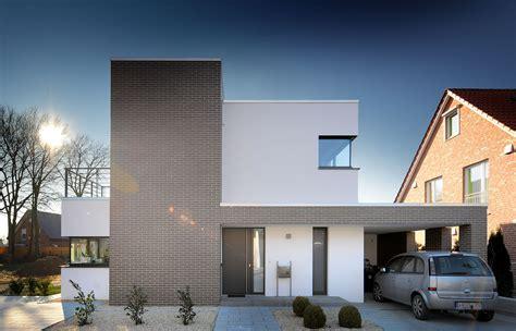 Moderne Häuser Terrassen by Haus Voita Architekten Spiekermann