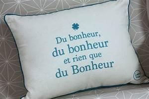 Cado Carte Que Du Bonheur : un nouveau regard des coussins d co avec des citations sympas ~ Dailycaller-alerts.com Idées de Décoration