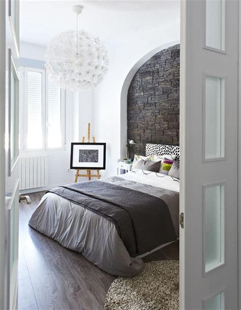 Schlafzimmer Grau Ein Modernes Schlafzimmer Interior In Grau by Schlafzimmer Grau Ein Modernes Schlafzimmer Interior In