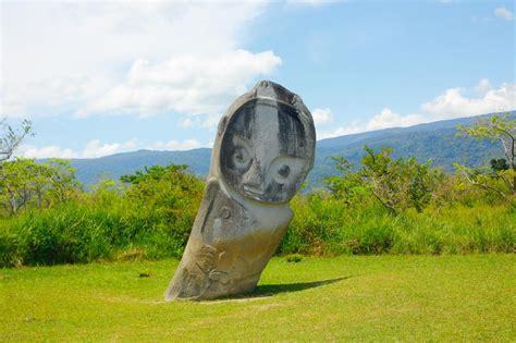 lembah bada misteri peninggalan megalitikum  sulawesi