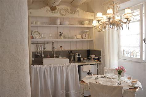 cuisine chic vaisselier salon cuisine shabby chic et romantique centre