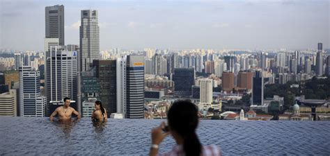 infinity pool  singapores marina bay sands business