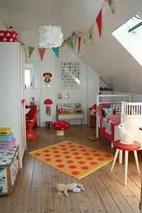 Kinderbett Unter Dachschräge : kinderzimmer dachschr ge einen privatraum erschaffen ~ Michelbontemps.com Haus und Dekorationen