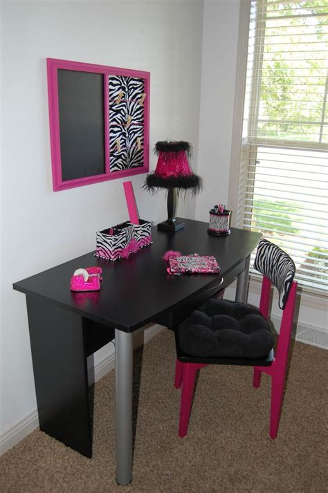 Pink Zebra Bedroom by 25 Best Ideas About Zebra Rooms On