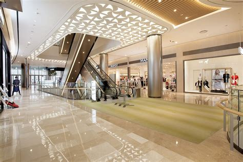 Interior Shopping by Pin By Cupnoodle On Retail Design Shopping Mall Interior