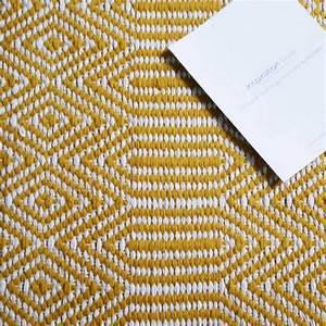 Tapis En Coton : tapis de salon design jaune et blanc en laine et coton ~ Nature-et-papiers.com Idées de Décoration