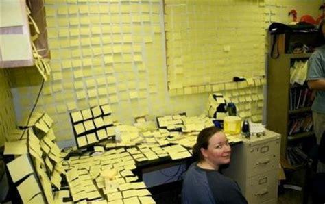 post it sur le bureau 7 astuces pour être le moins productif possible au travail