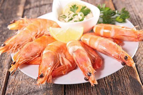 cuisiner les crevettes doit on décortiquer les crevettes ou non pour une bonne