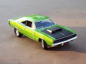 1968 Dodge Charger 2'n1 Plastic Model Car Kit in 1/25
