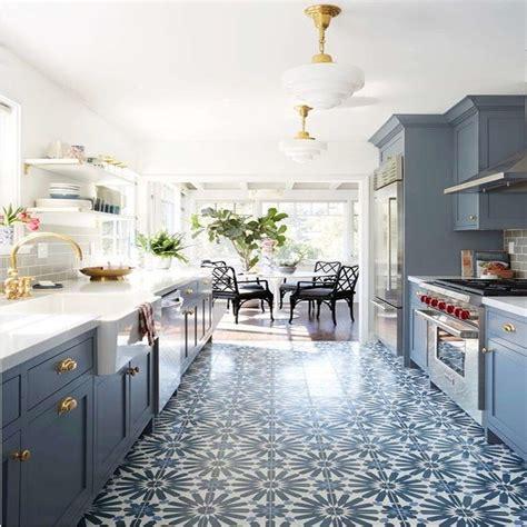 Antiqua Feelings    Ceramic Subway Tile Kitchen