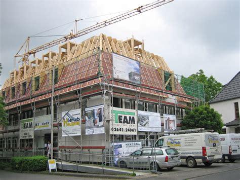 Schwingfenster Sorgen Fuer Viel Licht Im Raum by Steiles Dach Auf Altem Amt Dach Holzbau