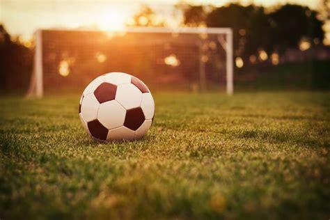 Wo kann man fußball heute live im tv oder im stream schauen? Was hat Fußball mit Employer Branding zu tun? - SAATKORN