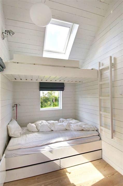 meja rias warna putih 12 desain jendela skylight di kamar tidur terbaik