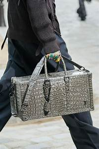 Louis Vuitton Bademantel : all the bags from louis vuitton 39 s men 39 s spring 2020 show ~ A.2002-acura-tl-radio.info Haus und Dekorationen