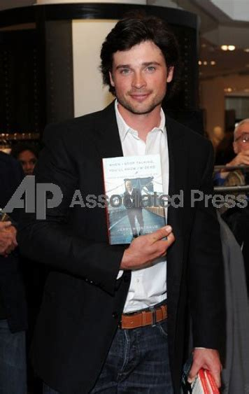 NTW: News of Tom Welling: TOM WELLING IN SIGNING BOOK EVENT