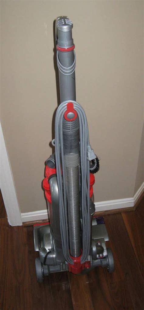 dyson dc  reach upright vacuum cleaner  retail
