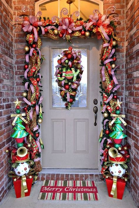amazing christmas door decorations 27 front door christmas decorating ideas feed inspiration