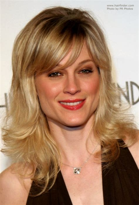 Teri Polo | Bouncy hairstyle with side bangs and light